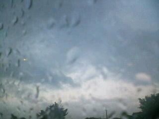 台風来たー